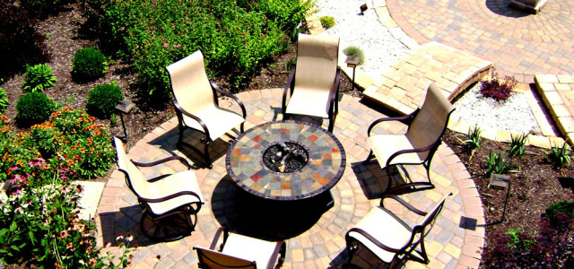 PATIOS & OUTDOOR SPACES